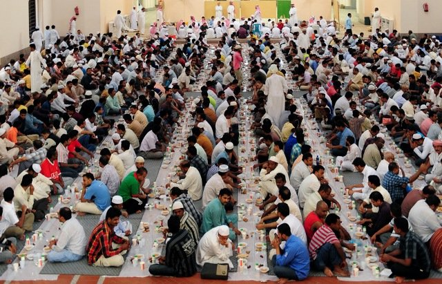 Muslim men break their fast at a mosque in the Saudi Red Sea port of Jeddah on August 23, 2009.
